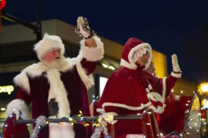 Santa-Parade-Santa-and-Mrs-Claus