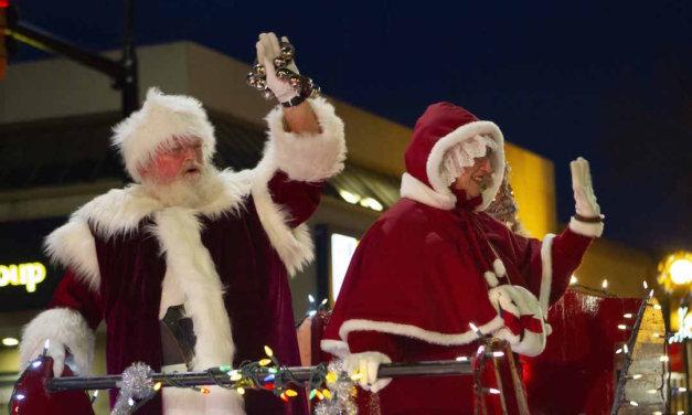 Santa arrives to Penticton's annual parade