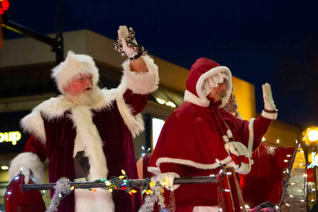 Santa arrives to Penticton's annual parade
